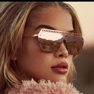 Quay Hall of Fame Sunglasses in Rose Gold